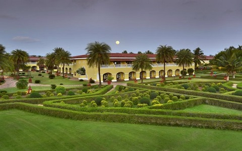 the-lalit-golf-spa-resort
